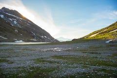 Paesaggio alpino di elevata altitudine al tramonto Immagine Stock