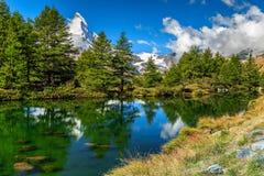 Paesaggio alpino di estate spettacolare con il lago Grindjisee, Zermatt, Svizzera, Europa Immagini Stock