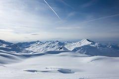 Paesaggio alpino di inverno al tramonto. Fotografia Stock