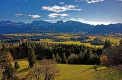 Paesaggio alpino di vista panoramica alla molla Fotografie Stock Libere da Diritti