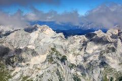 Paesaggio alpino nel parco nazionale di Triglav Julian Alps visto dal picco di Triglav Fotografia Stock