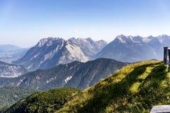 Paesaggio alpino pittoresco di estate Fotografia Stock
