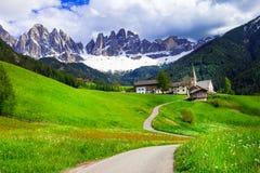Paesaggio alpino pittorico - montagne delle dolomia, a nord dell'Italia Immagini Stock
