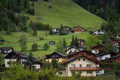 Paesaggio alpino rurale con le case ed i cottage nel parco nazionale di Hohe Tauern, Austria, Europa Giovani adulti Immagine Stock Libera da Diritti