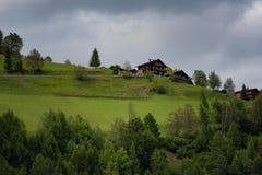 Paesaggio alpino rurale con le case ed i cottage nel parco nazionale di Hohe Tauern, Austria, Europa Giovani adulti Immagini Stock Libere da Diritti
