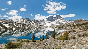 Paesaggio alpino sbalorditivo del lago immagine stock libera da diritti