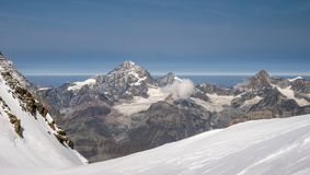 Paesaggio alpino scenico della natura in alpi svizzere durante l'ora legale Immagini Stock Libere da Diritti