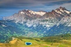 Paesaggio alpino spettacolare con il lago della montagna del turchese, Svizzera, Europa Fotografia Stock Libera da Diritti
