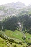 Paesaggio alpino vicino al passaggio di Chiusa nelle alpi svizzere Immagine Stock