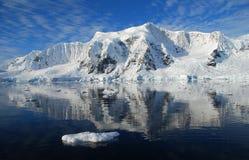 Paesaggio antartico con il sole Fotografie Stock