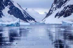 Paesaggio antartico del ghiaccio Immagini Stock Libere da Diritti
