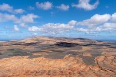 Paesaggio arido di Lanzarote, canarino, Spagna fotografia stock libera da diritti