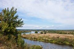 Paesaggio augusto. Valle di Berezina del fiume. Fotografia Stock