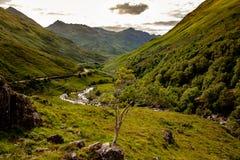 Paesaggio autentico Kyle Glenshiel Hiking Trail degli altopiani della natura immagini stock libere da diritti