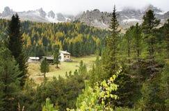Paesaggio autunnale delle alpi italiane Fotografia Stock Libera da Diritti