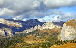 Paesaggio autunnale delle alpi italiane, dolomia Immagini Stock