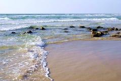 Paesaggio, bella spiaggia di mattina e mare Fotografie Stock Libere da Diritti