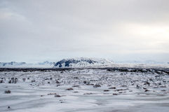 Paesaggio bianco di inverno in Islanda immagine stock