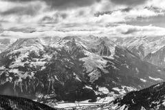 Paesaggio in bianco e nero di inverno in alpi Fotografia Stock