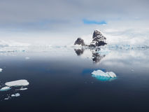 Paesaggio blu dell'iceberg dell'Antartide Immagini Stock Libere da Diritti