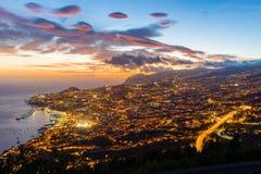 Paesaggio capitale di Funchal, Madera, al tramonto immagini stock libere da diritti