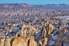 Paesaggio in Cappadocia in Turchia con le rocce Immagini Stock