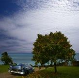 Paesaggio caraibico con l'automobile illustrazione di stock