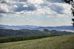 Paesaggio ceco di estate sulle colline Immagine Stock