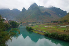 Paesaggio cinese in Bama Cina fotografie stock