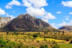 Paesaggio con formazione rocciosa nel Madagascar centrale Immagine Stock