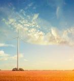 Paesaggio con i generatori eolici, concetto di ecologia Immagini Stock Libere da Diritti