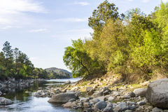Paesaggio con il fiume Fotografie Stock