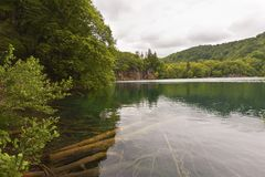 Paesaggio con il lago in plidvice del Croatia Fotografia Stock