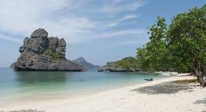 Paesaggio con il mare e le isole tropicali Fotografia Stock Libera da Diritti