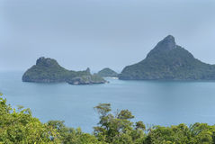 Paesaggio con il mare e le isole tropicali Fotografie Stock