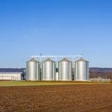 Paesaggio con il silo e bianco come la neve Fotografie Stock Libere da Diritti
