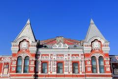 Paesaggio con il teatro ed il cielo blu storici Fotografia Stock