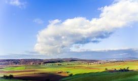 Paesaggio con l'acro e cielo blu a Ronneburg Fotografia Stock Libera da Diritti
