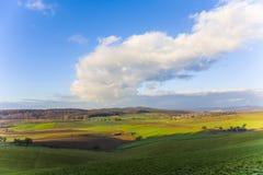 Paesaggio con l'acro ed il cielo blu Fotografie Stock Libere da Diritti