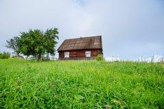 Paesaggio con l'albero variopinto e la casa Fotografie Stock Libere da Diritti