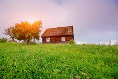 Paesaggio con l'albero variopinto e la casa Immagini Stock
