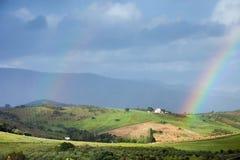 Paesaggio con l'arcobaleno fotografie stock