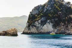 Paesaggio con l'yacht immagine stock