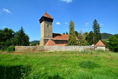 Paesaggio con la chiesa fortificata fotografia stock libera da diritti