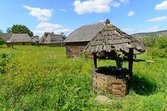 Paesaggio delle case di campagna fotografie stock for Case in legno rumene