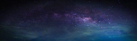 Paesaggio con la galassia della Via Lattea fotografia stock
