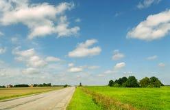 Paesaggio con la strada campestre. Fotografia Stock