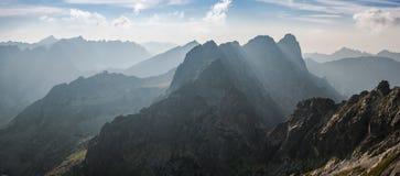 Paesaggio con le catene montuose Fotografia Stock