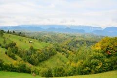 Paesaggio con le montagne di Piatra Craiului. Immagine Stock Libera da Diritti