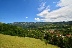 Paesaggio con le montagne di Trascau dalla Romania Fotografie Stock